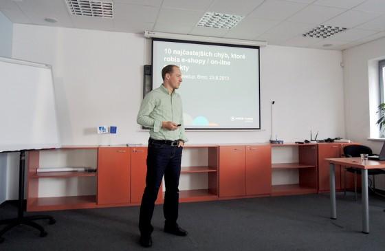 Michal Král přednáší o 10 častých chybách, co dělají e-shopy.