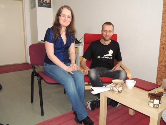 Slečna Petra Mikulášková s mužem Jakubem Nožičkou v kanceláři firmy Mergado.